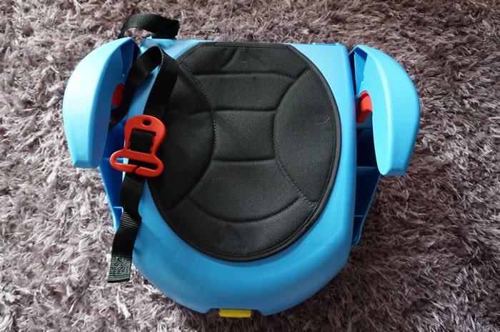 CarGo Seat With arm rests and belt strap